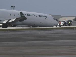 635920529743974434-Plane-landing-02